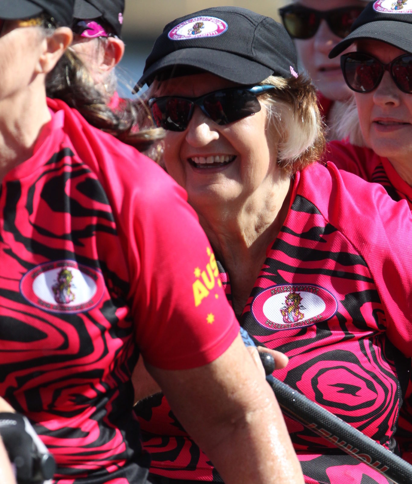 dragon-boat-racing-exercise-for-breast-cancer-patients_social_paddling_to_get_fit_after_breast_cancer